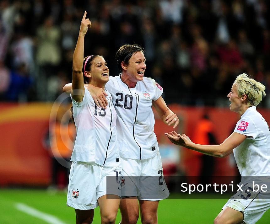 Fifa Women's World Cup Germany 2011 : Japan - USA  at Commerzbank Arena Frankfurt : Alex Morgan scoort de 1-0 voor USA en gefeleciteerd door Abby Wambach (midden) en Megan Rapinoe.foto DAVID CATRY / Vrouwenteam.be