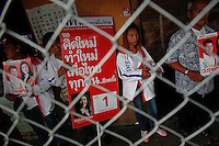 Supporters of Yingluck Shinawatra, sister of toppled premier Thaksin Shinawatra and the prime ministerial candidate for the country's biggest opposition Pheu Thai Party campaign in Bangkok's notorious Klong Toey slum June 21, 2011. The mostly low-income red shirts broadly support ousted populist premier Thaksin Shinawatra in a five-year political conflict against the traditional Bangkok elite that includes top generals, royal advisers, middle-class bureaucrats, business leaders and old-money families who back the ruling Democrat Party. Thais will go to the polls on July 3 for a general election.  REUTERS/Damir Sagolj (THAILAND)