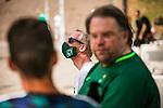 im Bild: Fersehen / Interview / Fan / Kamera, Mund-Nasenschutz, <br /><br /><br />Sport: nphgm001: Fussball: 1. Bundesliga: Saison 19/20: 34. Spieltag: SV Werder Bremen vs 1.FC Koeln 27.06.2020 <br /><br />Foto: Rauch/gumzmedia/nordphoto<br /><br />EDITORIAL USE ONLY