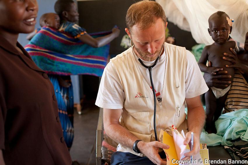 MSF doctor Eamonn Vitt, HIV specialist, treating malria patients on the ward in Madi Opei, Uganda