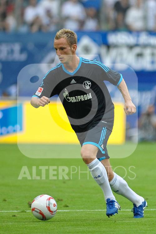 21.08.2010, Imtech Arena, Hamburg, GER, 1.FBL, Hamburger SV vs Schalke 04, im Bild Einzelaktion Ivan Rakitic (Schalke #10) Foto © nph / Witke
