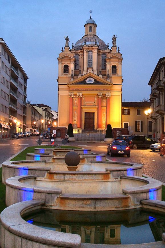 Chieri piazza Cavour e la chiesa di San Bernardino