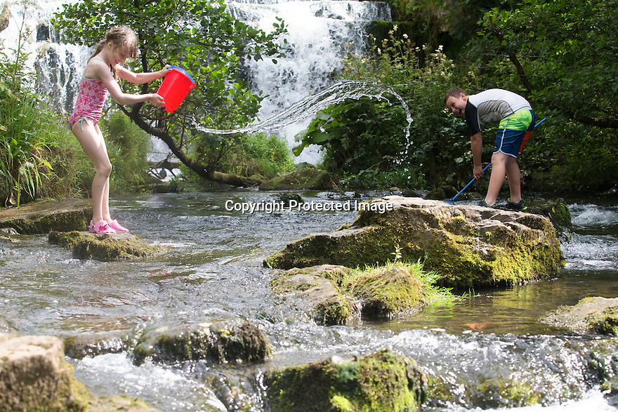 07/08/16<br /> <br /> Cousins, Jasper Peterken (10) and Freya Kirkpatrick (8) enjoy splashing around in the river Wye by Monsal Weir near Bakewell in the Derbyshire Peak District.<br /> <br /> All Rights Reserved, F Stop Press Ltd. +44 (0)1773 550665