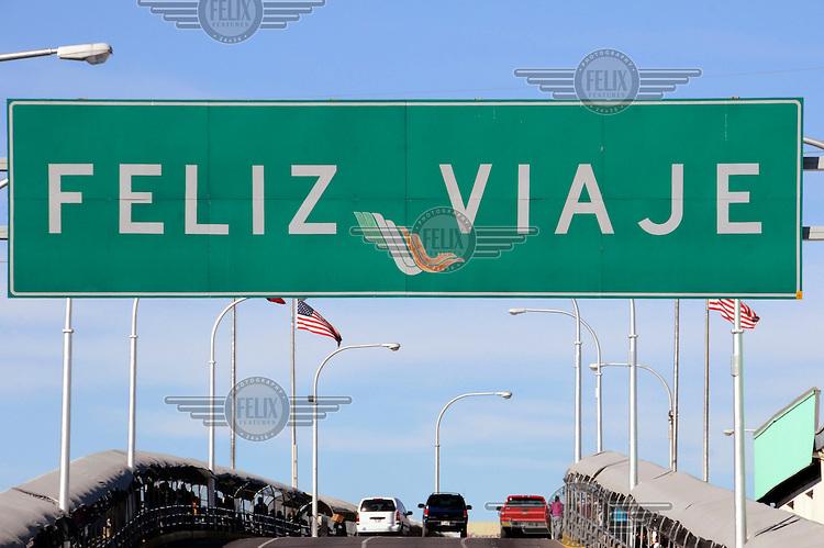 Puente International, Santa Fe Bridge, the bridge between Juarez and El Paso. The authorities wish travellers Feliz Viaje, a 'Happy Journey'.....