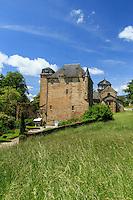 France, Corrèze (19), Lissac-sur-Couze, le manoir de Lissac et l'église Saint-Pierre-aux-Liens // France, Correze, Lissac sur Couze, Lissac Manor and Saint Pierre church