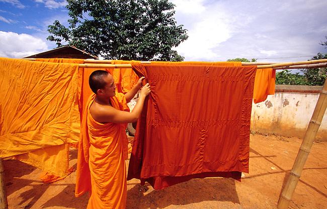 Chine, province du Yunnan, Xishuangbanna. Monastere de Manting a Jinghong. Moine bouddhiste *** A Buddhist monk, Manting monastery at Jinghong, Xishuangbanna, Yunnan Province, China.