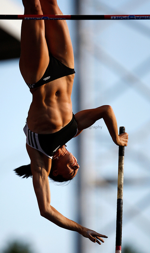 Photo: Richard Lane/Richard Lane Photography. .Aviva London Grand Prix, Crystal Palace. 25/07/2008. Russia's Yelena Isinbayeva during the women's pole vault.