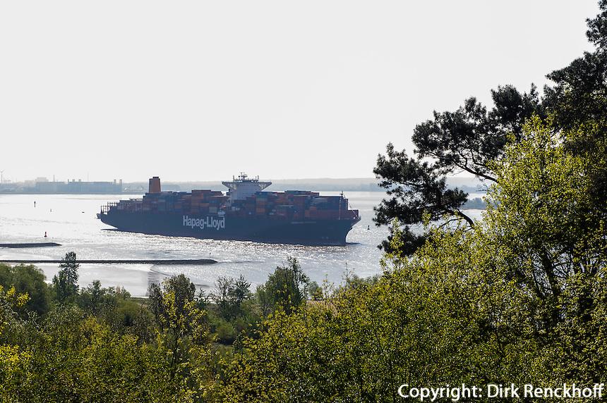 Container-Schiff der Reederei Hapag-Lloyd auf der Elbe beim Falkenstein in Hamburg-Blankenese, Deutschland<br /> Container-Vessel of the shipping company Hapag-Lloyd on river Elbe near Falkenstein in Hamburg-Blankenese, Germany, Europe