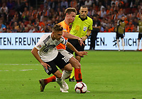 Joshua Kimmich (Deutschland, Germany) gegen Frenkie De Jong (Niederlande) - 13.10.2018: Niederlande vs. Deutschland, 3. Spieltag UEFA Nations League, Johann Cruijff Arena Amsterdam, DISCLAIMER: DFB regulations prohibit any use of photographs as image sequences and/or quasi-video.