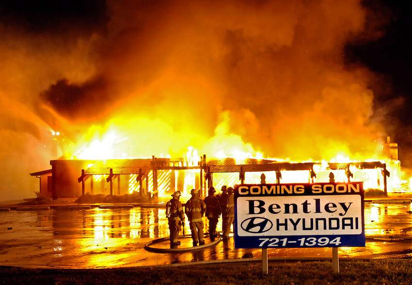 A sign in front announces what is to come as Huntsville Fire and Rescue uses the Fogcutter Resturant on University Drive for a controlled training burn at 3AM.  A small crowd of onlookers watched,took photos and videos as the building burned to make way for a car dealership.    Bob Gathany photo.