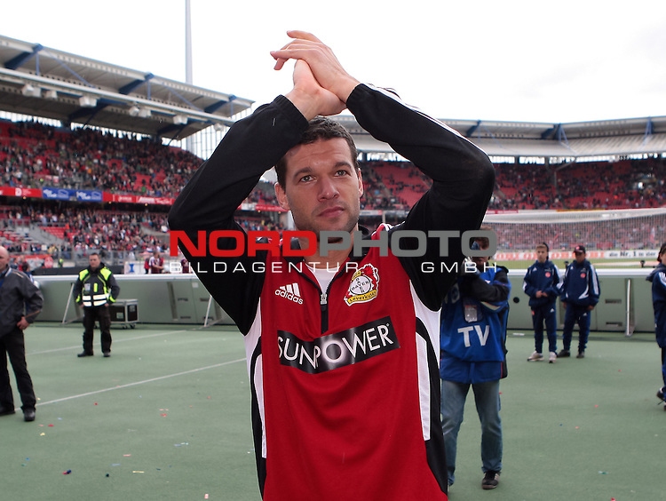 05.05.2012, easy Credit Stadion, Nuernberg, GER, 1.FBL, 1. FC Nuernberg vs Bayer 04  Leverkusen, im Bild:<br />  Michael Ballack (Leverkusen #13) verabschiedet sich von den Leverkusener Fans<br /> // during the Match 1. FC Nuernberg vs Bayer 04  Leverkusen on 2012/05/05, easy Credit Stadion, Nuernberg, Germany.<br /> Foto &copy; nph / Will *** Local Caption ***