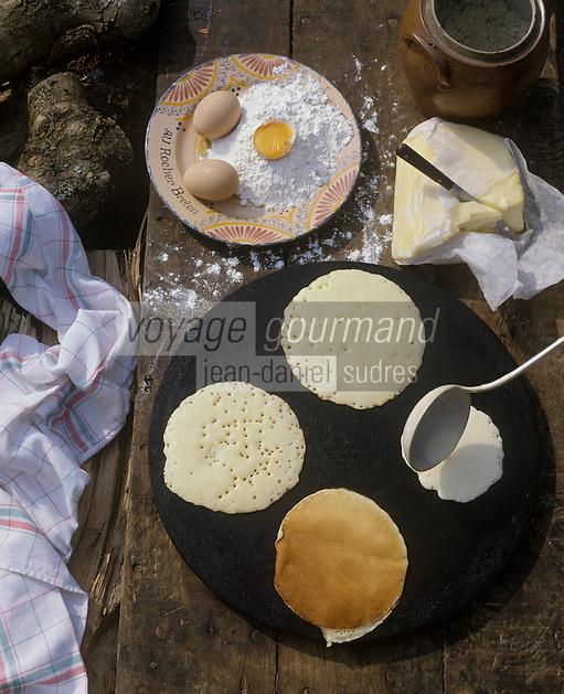 Europe/France/Bretagne/29/Finistère/Pays bigouden : Le Kouing gâteau-crèpe fait à la maison (Stylisme Coco Jobard)