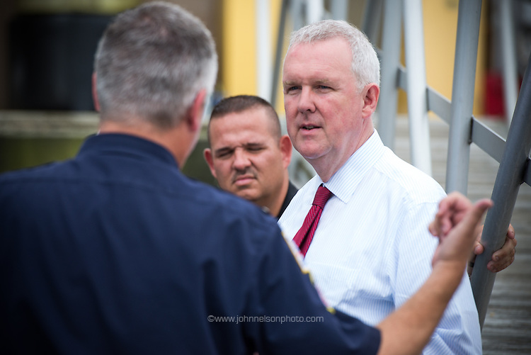 Councilmember Tommy Wells tours the Metro Police Department's harbor patrol facilities.