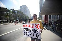 SAO PAULO, SP, 07.09.2013-Varios grupos realiza protesto em frente ao Masp na Av Paulista  Adriano Lima / Brazil Photo Press