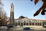 Azeglio (To). Paese che fa parte degli intinerari dei luoghi del Risorgimento. Nella foto Piazza del Municipio e la torre campanaria.
