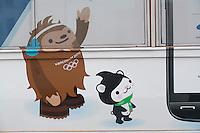 Olympiastadt Vancouver 2010..Die beiden Maskottchen Quatchi (links) und Miga (rechts)