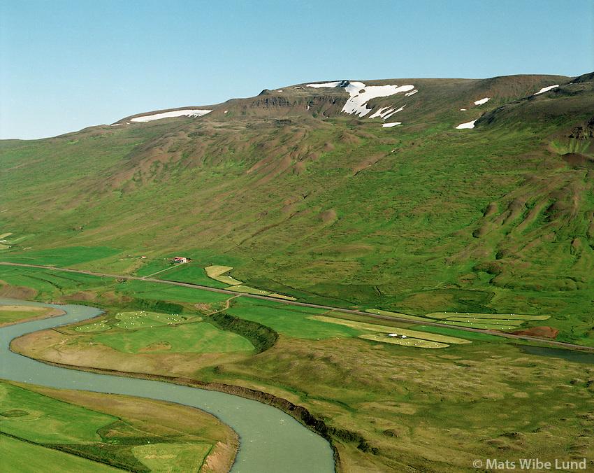 Fremstagil séð til norðausturs, Blanda í forgrunni. Engihlíðarhreppur / Fremstagil, Engihlidarhreppur. River Blanda in foreground.
