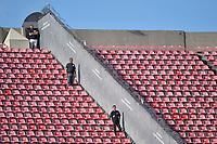 SÃO PAULO,SP, 02.04.2017 - LINENSE-SÃO PAULO – Seguranças foram colocados nas divisórias que separam as arquibancadas antes da partida entre  São Paulo  contra a Linense, válida pelas quartas de final do Campeonato Paulista 2017, disputada no estádio do Morumbi em São Paulo, na tarde deste domingo, 02.  (Foto: Levi Bianco/Brazil Photo Press)
