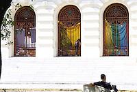 RECIFE-PE-11.11.2016-PROTESTO FACULDADE-  Estudantes ocuparam nesta madrugada a Faculdade de Direito de Recife (UFPE), cuja causa é contrária à Proposta de Emenda Constitucional (PEC) 55, a antiga PEC 241, que estabelece um teto para os gastos públicos nos próximos 20 anos, nesta sexta-feira, 11.  (Foto: Jean Nunes/Brazil Photo Press)