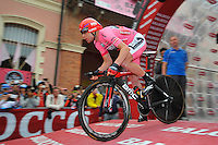 ITALIA. 22-05-2014. Cadel Evans -Aus- (Bmc) durante su participación en la etapa 12 a cronómetro individual entre  Barbaresco y Barolo con una distancia de 42,2 Km en la versión 97 del Giro de Italia hoy 22 de mayo de 2014. / Cadel Evans -Aus- (Bmc) during his participation on the 12th stage, single stopwatch, between Barbaresco and Barolo with a distance of 42.2 km in the 97th version of Giro d'Italia today May 22th 2014.   Photo: VizzorImage/ Gian Mattia D'Alberto / LaPresse<br /> VizzorImage PROVIDES THE ACCESS TO THIS PHOTOGRAPH ONLY AS A PRESS AND EDITORIAL SERVICE AND NOT IS THE OWNER OF COPYRIGHT; ANOTHER USE HAVE ADDITIONAL PERMITS AND IS  REPONSABILITY OF THE END USER