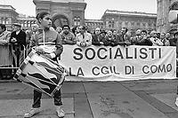 - Milano, comizio di Bettino Craxi, segretario del PSI, partito Socialista Italiano in piazza del Duomo (Maggio 1987)<br /> <br /> - Milan, meeting of Bettino Craxi, secretary of the PSI, Italian Socialist party in Duomo square (May 1987)