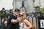 "BRUSSELS - BELGIUM - 22 June 2016 -- Brussels city - A ""must selfie"" Manneken Pis, one of the main symbols and tourist attractions of Brussels. -- PHOTO: Juha ROININEN / EUP-IMAGES Käyttöoikeus: vain ET brändi"