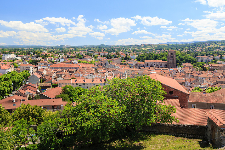 France, Loire (42), Montbrison, toits du centre ville et collégiale Notre-Dame d'Espérance vue depuis le site du calvaire // France, Loire, Montbrison, town
