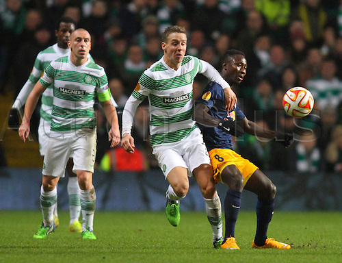 27.11.2014. Glasgow, Scotland. Europa League Group Stages Qualifying Round. Celtic versus FC Red Bull Salzburg. Stefan Johansen is held off by Naby Keita