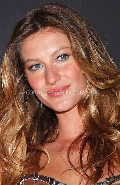 "WWW.ACEPIXS.COM . . . . . ....July 16 2007, New York City....Model Gisele Bundchen appeared at SAKS Fifth Avenue to launch the Dolce and Gabbana fragrance ""The One"" .....Please byline: KRISTIN CALLAHAN - ACEPIXS.COM.. . . . . . ..Ace Pictures, Inc:  ..(646) 769 0430..e-mail: info@acepixs.com..web: http://www.acepixs.com"
