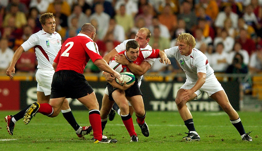 Photo: Richard Lane..England v Wales.  Quarter-Final 2, at the Suncorp Stadium, Brisbane. RWC 2003. 09/11/2003..Iestyn Harris is tackled by Lawrence Dallaglio and Lewis Moody.