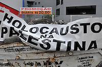 S&Atilde;O PAULO-SP,27,07,2014-ATO UNIFICADO PELA PALESTINA- Manifestantes durante concentra&ccedil;&atilde;o do Ato Unificado pela Palestina na Par&ccedil;a Osvaldo Cruz com Avenida Paulista.Regi&atilde;o Central da cidade de S&atilde;o Paulo nesse Domingo,27<br /> (Foto:Kevin David/Brazil Photo Press)