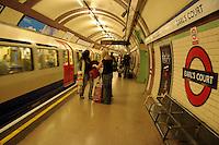 LONDON-UK- 24-05-2008.  Aspecto de la estación Earl's Court del metro de Londres.Earl's Court station of London Underground. Photo: VizzorImage