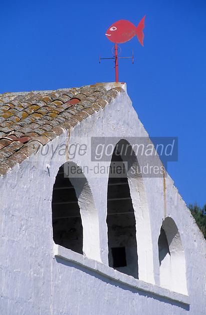 Europe/Espagne/Baléares/Minorque/Env du Cap de Cavalleria : Girouette sur le toit d'une ferme