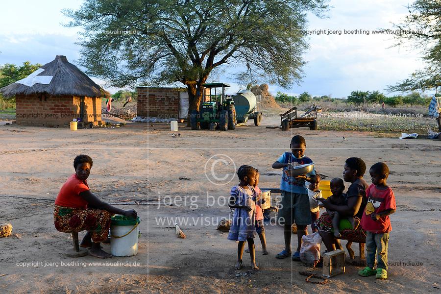 ZAMBIA, Mazabuka, Chikankata area, medium scale farmer Stephen Chinyama, wifes and children, homestead