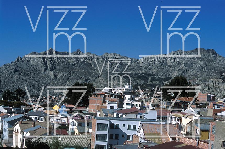 LA PAZ-BOLIVIA 08-09-2007. La ciudad de La Paz esta ubicada a 4.100 metros de altura está rodeada de nevados. The city of La Paz is located at 4,100 meters is surrounded by snowcapped mountains. (Photo: VizzorImage)