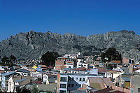 LA PAZ-BOLIVIA 08-09-2007. La ciudad de La Paz esta ubicada a 4.100 metros de altura está rodeada de nevados. The city of La Paz is located at 4,100 meters is surrounded by snowcapped mountains. (Photo: VizzorImage)