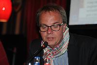 POLITIEK: HEERENVEEN: Café 't Houtsje, 23-10-2013, Jaap Stalenburg (gespreksleider), ©foto Martin de Jong