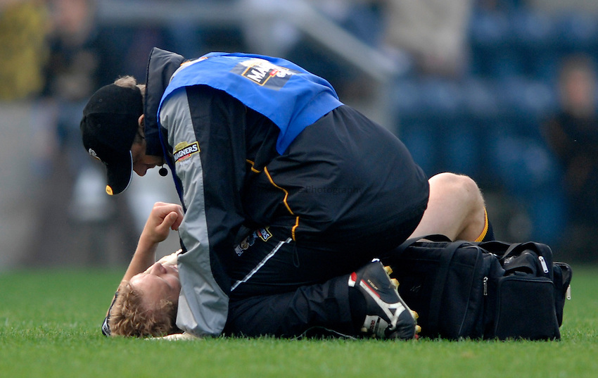 Photo: Richard Lane..London Wasps v Newcastle Falcons. Guinness Premiership. 15/10/2006. .Wasps' Josh Lewsey receives treatment after injury.