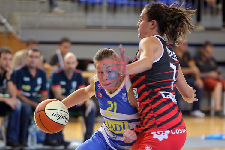 XXVIII Lliga Catalana Femenina 2016.<br /> Cadi La Seu vs Spar Citylift Girona: 71-57.<br /> Svenja Brunckhorst vs Haley Peters.