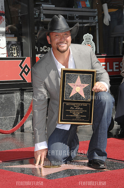 TIM McGRAW on Hollywood Boulverd where he was honoured with the 2,322nd star on the Hollywood Walk of Fame..October 17, 2006  Los Angeles, CA.Picture: Paul Smith / Featureflash