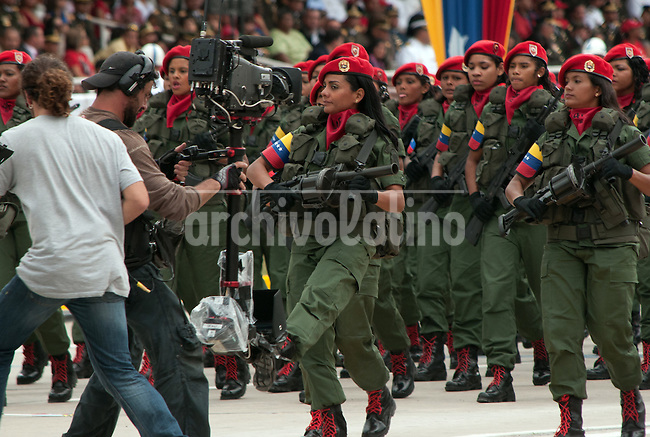 Venezuela: Caracas,04/02/12 .Venezuelan female soldiers march during a military parade in Caracas, Venezuela. Chavez canmemorated 20 years of his failed coup in 1992 with a parade of military forces..Carlos Hernandez/Archivolatino