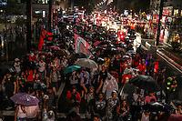 SÃO PAULO, SP, 04.11.2014 - ATO PELA REFORMA DA CONSTITUINTE ELEITORAL - Manifestantes realizam ato a favor da reforma da Constituinte Eleitoral, na noite desta terça-feira (04), em São Paulo. (Foto: Taba Benedicto/ Brazil Photo Press)