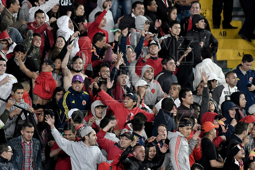 BOGOTÁ -COLOMBIA, 07-12-2016: Hinchas de Nacional animan a su equipo durante el encuentro de ida entre Independiente Santa Fe y Atlético Nacional por la semifinal de la Liga Aguila II 2016 jugado en el estadio Nemesio Camacho El Campin de la ciudad de Bogota.  / Fans of Nacional cheer for their team during the first leg match between Independiente Santa Fe and Independiente Medellin for the semifinal of the Liga Aguila II 2016 played at the Nemesio Camacho El Campin Stadium in Bogota city. Photo: VizzorImage/ Gabriel Aponte / Staff