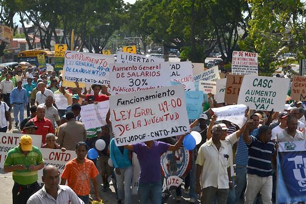 Marcha de trabajadores en Santiago<br /> por D&iacute;a Internacional del Trabajo<br /> Fotos:M&aacute;ximo Laureano/Acento.com.do<br /> 01-05-2013