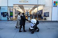 NEW YORK, NY, 19.03.2017 - FACHADA-MICROSOFT  - Vista da fachada da loja da Microsoft na Quinta Avenida em Manhattan na cidade de New York neste domingo, 19.(Foto: Vanessa Carvalho/Brazil Photo Press)