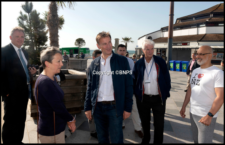 BNPS.co.uk (01202 558833)Pic:   RogerArbon/BNPS<br /> <br /> Jeremy Hunt by the pier in Bournemouth this morning.  The PM candidate took a few minutes to speak to local people too.