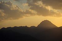 Europe/France/Midi-Pyrénées/65/Hautes-Pyrénées/Pic du Midi de Bigorre au  soleil couchant depuis le col d'Aspin
