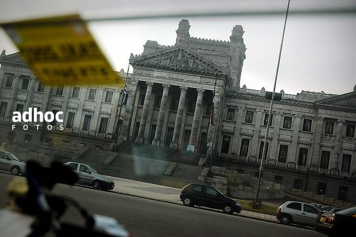 Palacio Legislativo, sede del poder legislativo. Montevideo, 2007.<br /> URUGUAY / MONTEVIDEO / <br /> Foto: Ricardo Ant&uacute;nez / AdhocFotos<br /> www.adhocfotos.com