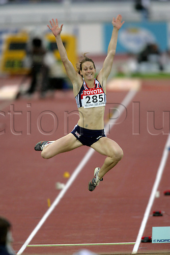 10 August 2005: British jumper Kelly Sotherton (GBR) competing in the Women's Long Jump Final at the IAAF World Athletics Championships, held in the Olympic Stadium, Helsinki, Finland. Photo: Glyn Kirk/actionplus...050810  woman women female athlete jumping stretch stretching