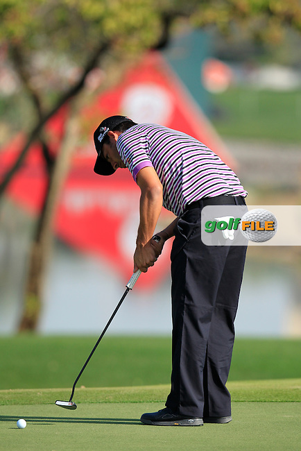 Pablo Larrazabal (ESP) takes his putt on the 1st green during Friday's Round 2 of the Abu Dhabi HSBC Golf Championship 2015 held at the Abu Dhabi Golf Course, United Arab Emirates. 16th January 2015.<br /> Picture: Eoin Clarke www.golffile.ie